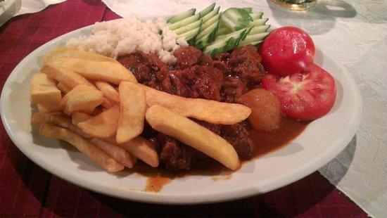 Arokaria - Restaurant - Cafe: Beef stifado