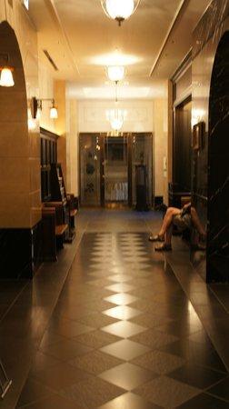 Hotel Monterey Kyoto : 電梯長廊