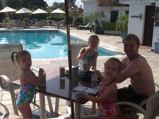 Hotel Shanker : Milkshakes poolside bar