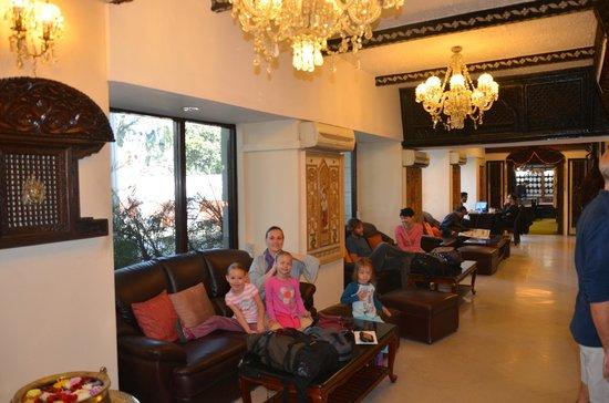 Hotel Shanker : Shanker Hotel Lobby.