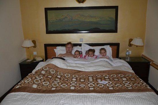 Hotel Shanker : Large bed.