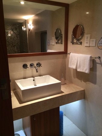 Sunflower Hotel & Residence Shenzhen: Washroom