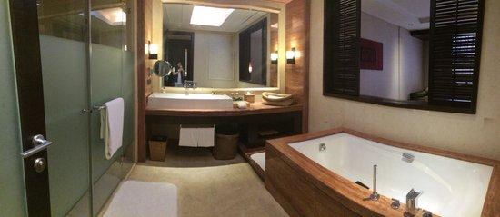 InterContinental Huizhou Resort: Fully equipped washroom :)