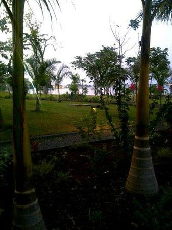 Sofitel Malabo Sipopo Le Golf: View of the garden terrace, overlooking the ocean