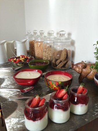 Hall Farm Bed & Breakfast : Breakfast Bar!