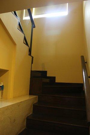 Radisson Blu Resort & Spa Alibaug: Staircase to the bedroom upstairs
