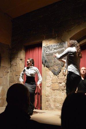 Palau Dalmases: The dancers