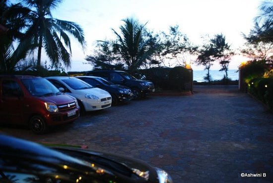 Asokam Beach Resort: Entrance and Parking