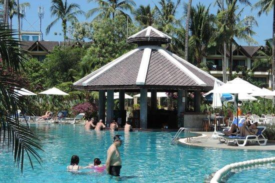 Duangjitt Resort & Spa: Bar nella piscina