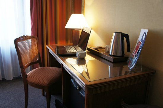 Bureau picture of hotel restaurant le grand monarque la