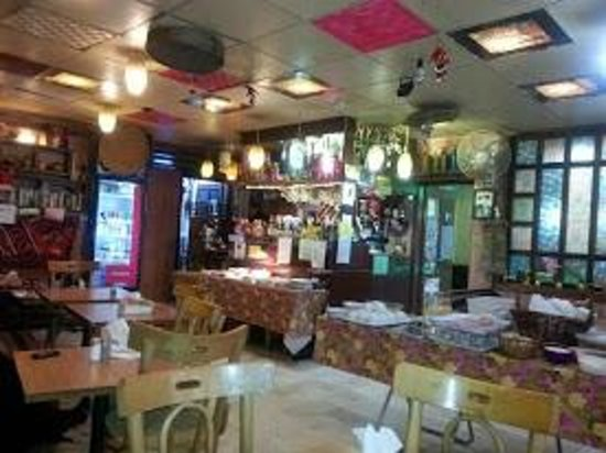 Amman Pasha Hotel: The restaurant with a great menu, music and friendly service