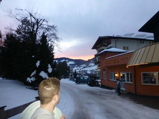 Hotel Sonnschein: Sunset outside hotel