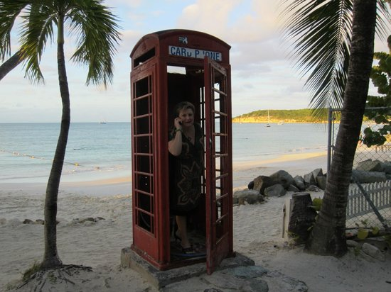 Coconut Grove Restaurant: Nothing like using a cell phone in an old telephone booth on a beach :-)