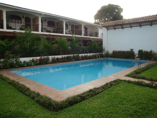 Hotel Cacique Adiact: view of pool and hotel rooms