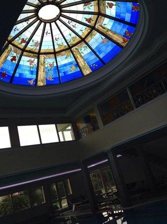 Palace Hotel Meggiorato: Soffitto piscina interna