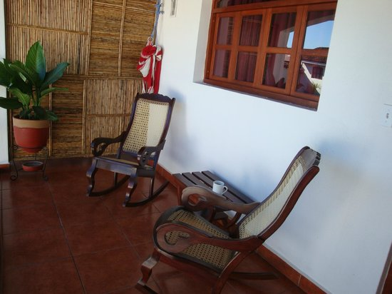 Hotel Cacique Adiact: rocking chairs on balcony