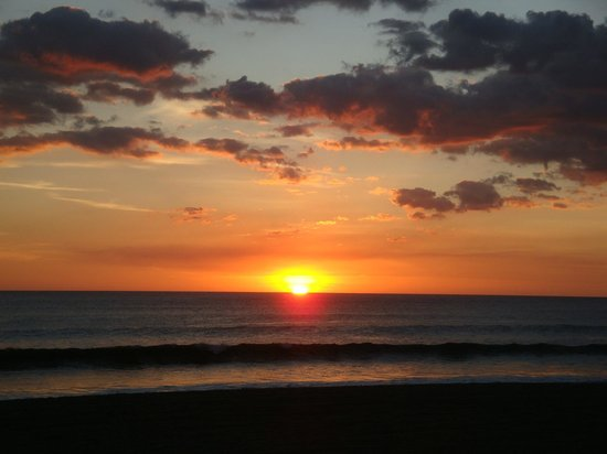 Playa Poneloya: gorgeous Pacific sunset