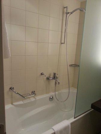 Radisson Blu Hotel, Berlin: bath
