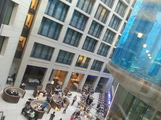 Radisson Blu Hotel, Berlin: lobby+breakfast area
