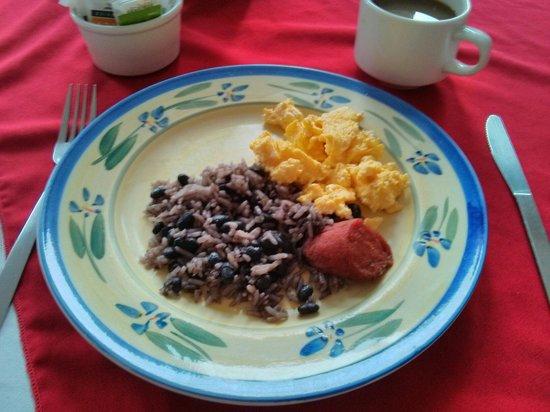 Hotel Arenal Bromelias: Petit déjeuner chaud et delicieux