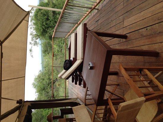 Mara Bushtops: Patio in tent
