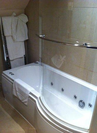 Bagshaw Hall : jacuzzi bath