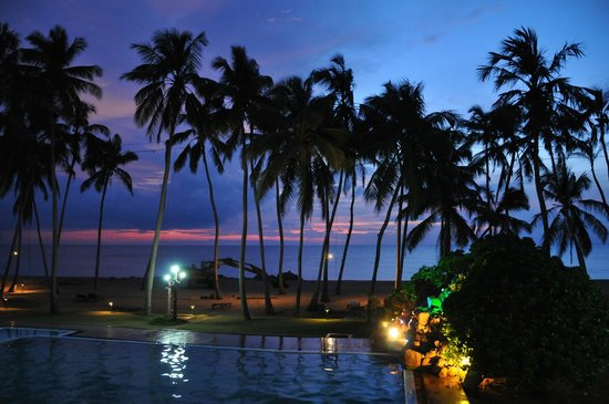 Sanmali Beach Hotel : sunset panorama with a digger