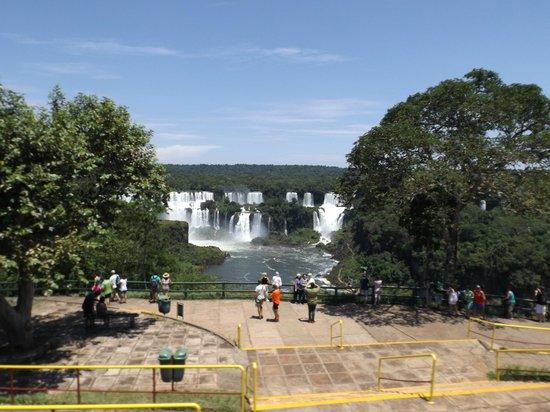 Foz do Iguaçu : vista hacia el lado argentino.