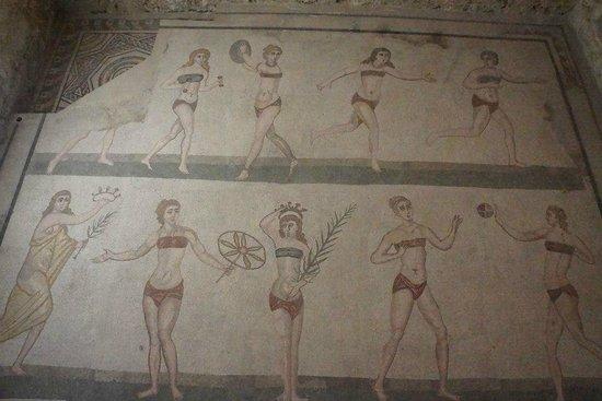 Sicily Life Tours: ROMAN GIRLS WITH BIKINI AT Villa Romana del Casale.