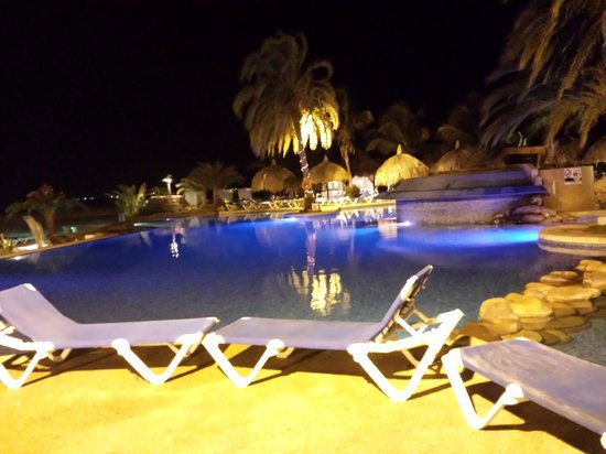 SUNSOL Punta Blanca: Piscina de noche