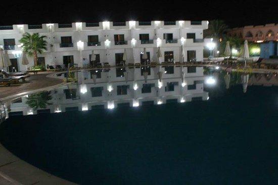 Sharm Cliff Resort: Бассейн (всего их 2)