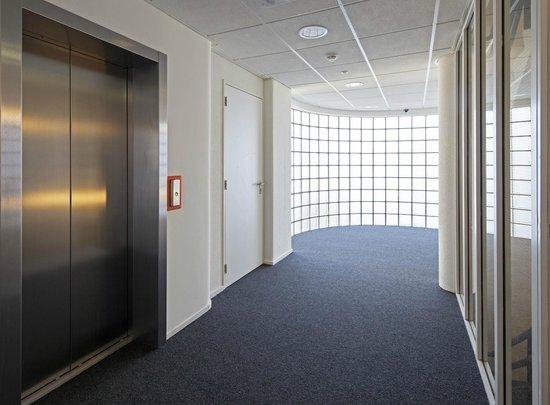 easyHotel Den Haag City Centre: Elevators