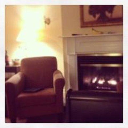 Inverary Resort: My room at the main lodge.
