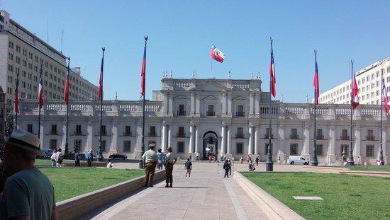 Free Walking Tour of Santiago: Presidential Palace