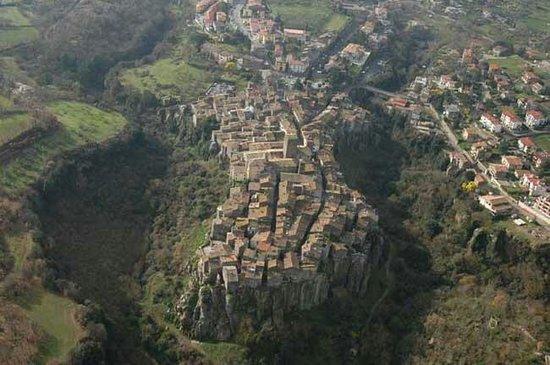 Vitorchiano Centro Storico : La fiabesca Vitorchiano vista dall'alto