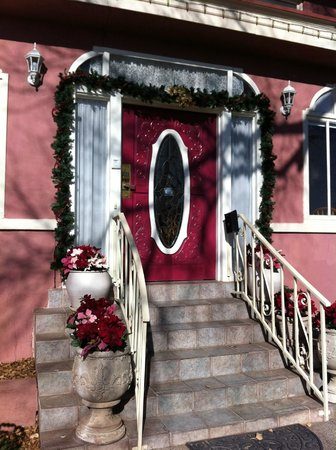 Bottger Mansion of Old Town: front door at Christmas