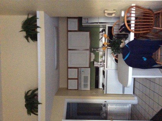 Oak Plantation Resort : kitchen photo 1