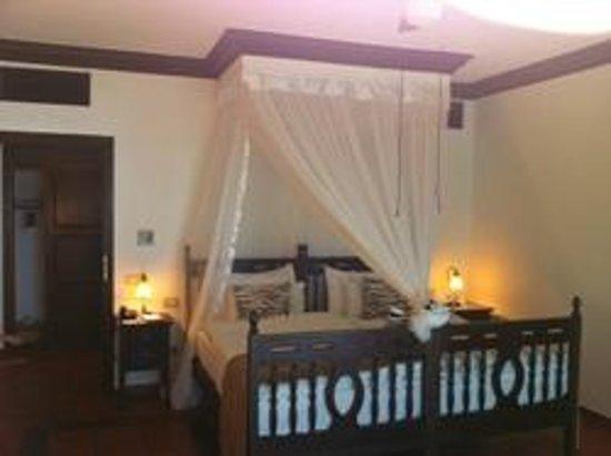 Diamonds La Gemma dell' Est: The king size bed & room