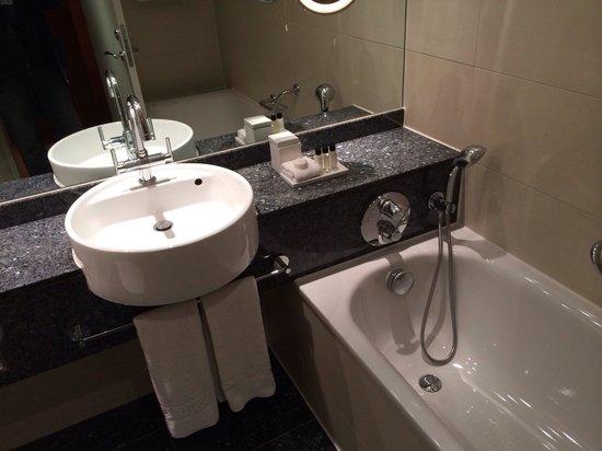 Sofitel London Heathrow: Ванная в номере 1218
