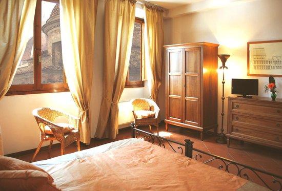 Residence La Medicea: Apt Primavera: la camera con arredamento toscano