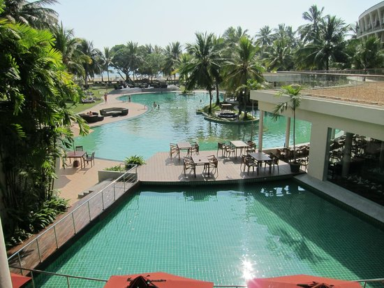 Eden Resort & Spa: Beautiful Poolside view