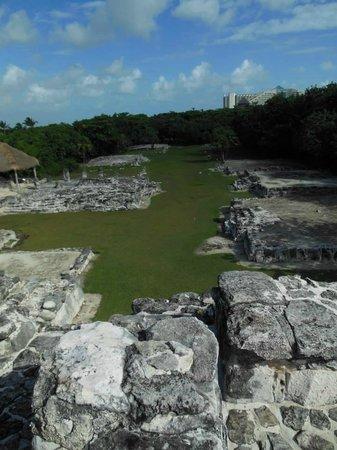Hummer Jungle Tours: Climbing Mayan Ruins