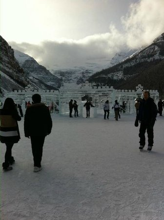 Lac Louise (Lake Louise) : Ice Castles On Lake Louise Canada
