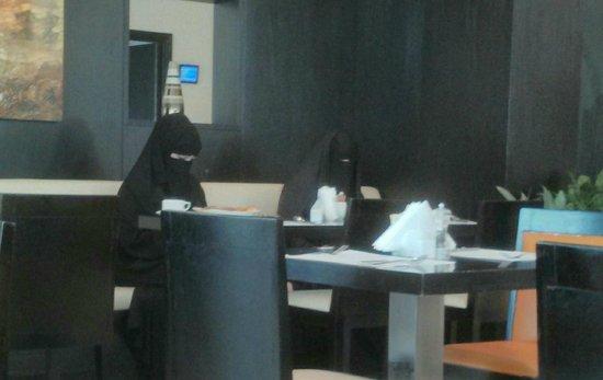 Holiday Inn Express Dubai Jumeirah: The Dining Room
