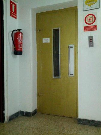 Esmeralda Beach Hotel: Elevator