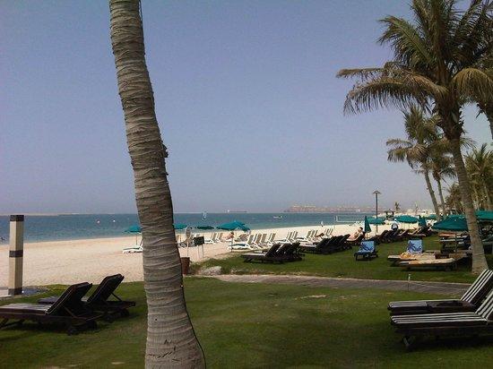 JA Jebel Ali Beach Hotel: Пляж