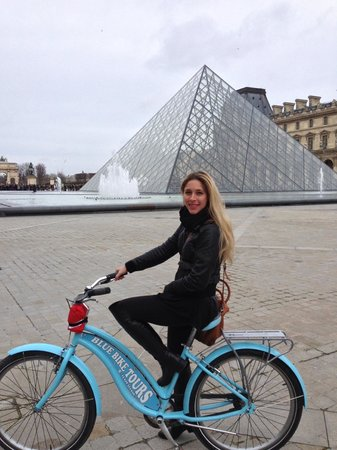 Blue Fox Travel: In front of the Louvre. (Landmarks tour)