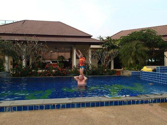 Noren Resort: Receptionen i bakgrunden