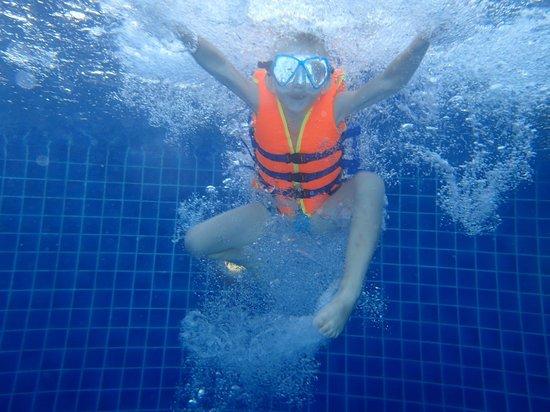 Noren Resort: I poolen