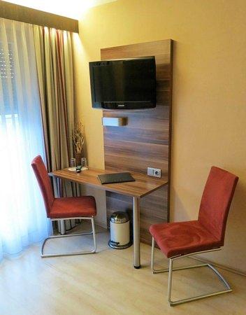 Hotel Kufsteinerhof: Schreibtisch